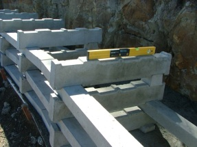 Crib-style gravity wall