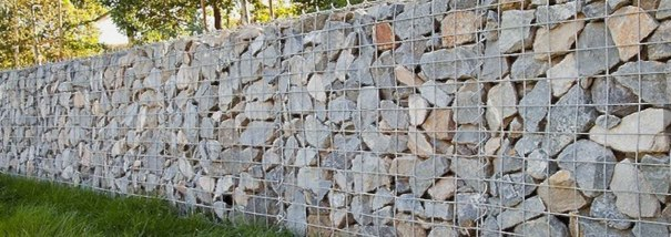 Gabion or wire gravity wall